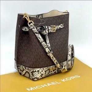 Michael Kors Emilia Small Bucket Messenger…
